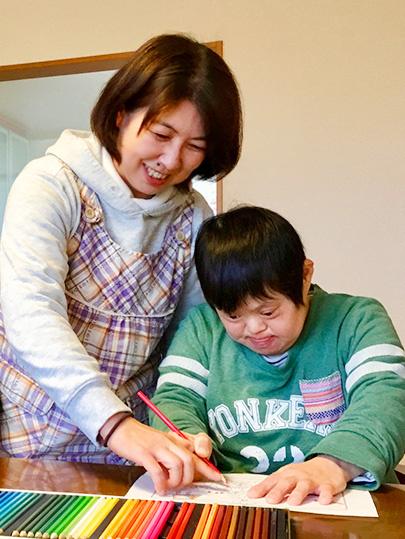 障がい者施設の生活支援員 ◎残業月5時間以下|昨年賞与4.4ヶ月分|毎年昇給イメージ1
