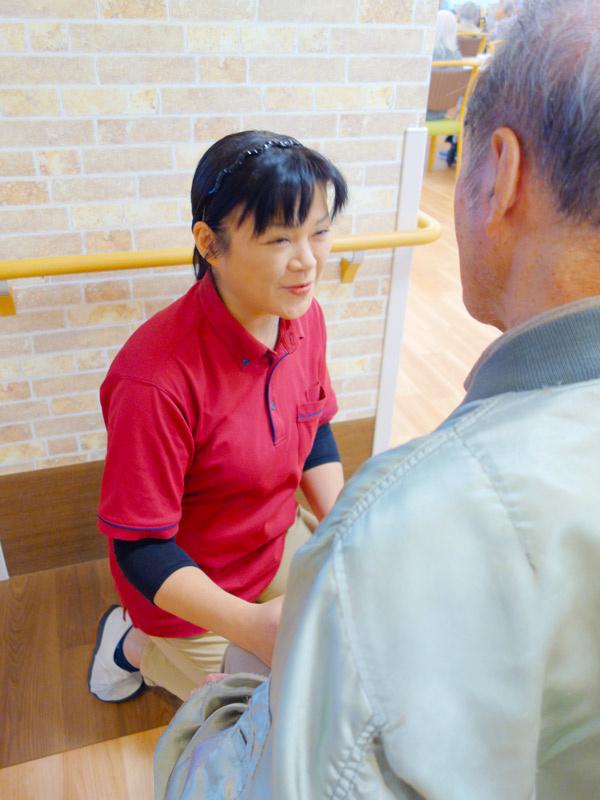 高齢者介護施設のサービススタッフ ★未経験歓迎/資格取得支援制度あり/面接1回!イメージ1