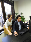 WEBデザイナー ◎外資系ベンチャー/自社サイト/FinTechに関する事業を展開/残業月20h以内1