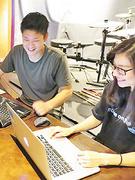 自社サイトのWebデザイナー★賞与昨年度実績6ヶ月分/年間休日124日/残業月10~30時間1