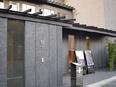 日本料理店の接客スタッフ ★完全週休2日制/月給26万円スタート/毎年新店舗が誕生しています!★2