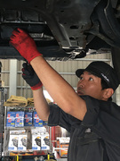 多種多様なクルマの修理・メンテナンスに携わる自動車整備士1