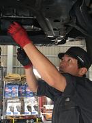 多種多様なクルマの修理?メンテナンスに携わる自動車整備士1