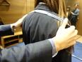 オーダーメイドスーツのファッションアドバイザー ※残業は月10~20時間/正社員登用有3