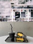 エリアマネージャー■管理職として『泊まれる本屋』の店舗運営統括をお任せ/年休120日/土日祝休!1