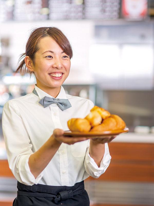 ベーカリーレストランの運営スタッフ ◎社員の平均月収30万円以上!◎未経験歓迎!◎WEB面接1回のみイメージ1