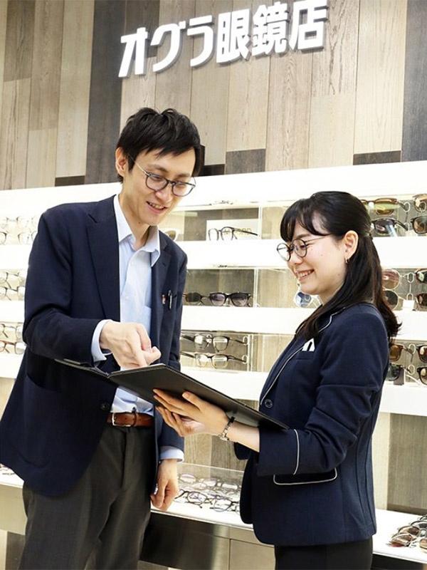 メガネの販売スタッフ(一生モノの専門技術が身につく/今年創業80周年の安定経営/年間休日112日)イメージ1
