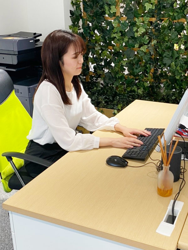バックオフィススタッフ ★年間休日125日以上!残業は月平均5時間以下!実働6時間と少なめです!イメージ1