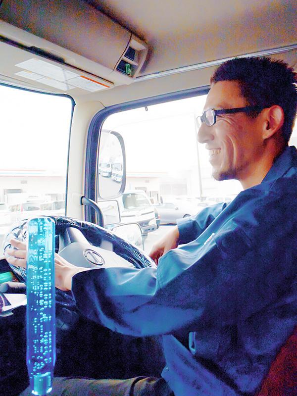 ルートドライバー ★1人1台、専用トラックをご用意。定年後も活躍している社員が20名以上います。イメージ1