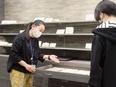 販売スタッフ ◎創業94年|伝統工芸『文庫革』を使った商品の販売|完全週休2日|賞与年2回2