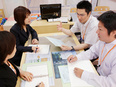保険のサービスショップのアドバイザー(未経験者歓迎)◎月給25万円~40万円 ◎残業月10時間以下!2