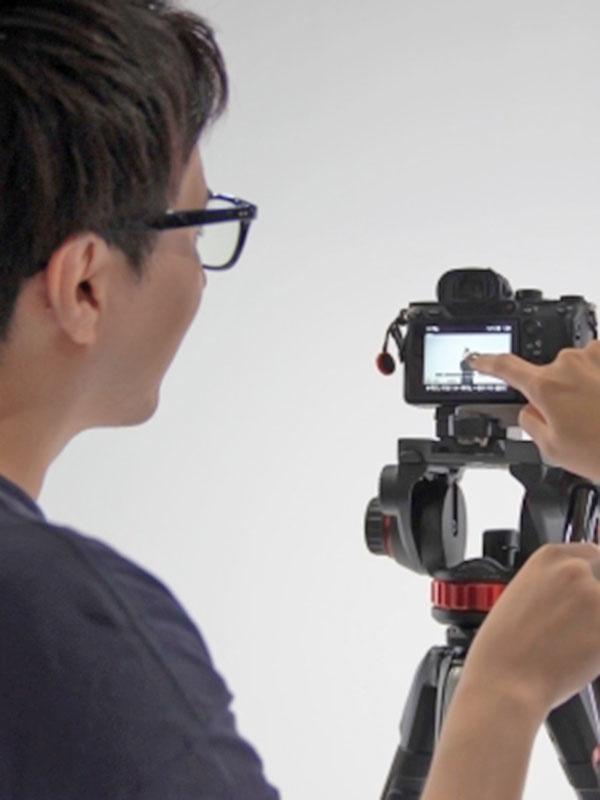 カメラマン(男女)◎年間休日125日以上/残業月10~20時間/リモートワーク可!イメージ1