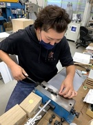 様々な形に切り抜くための刃型づくり