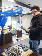 ロボットエンジニア(ロボットシステムに動作をプログラミングします)1