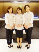 ホテルのフロントスタッフ<今年1月にオープンしたホテル/社員定着率97.3%/昨年度賞与約70万円>1