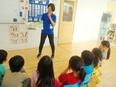 バイリンガルスタッフ★グローバルな環境で、子どもたちと一緒に英語力アップ★残業月10h以下2