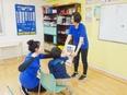 バイリンガルスタッフ★グローバルな環境で、子どもたちと一緒に英語力アップ★残業月10h以下3